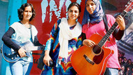 Genç kızlara linç kampanyası başladı!