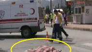 İnsanlık ölmüş! Tır çarptı minibüs ezdi!