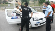 Polis, yarış otomobillerini durdurup ruhsat sordu!