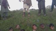Taliban 12 askerin kafasını böyle kesti!