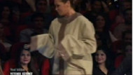 Hülya Avşar neden deli gömleği giydi?