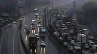 Saat 12.53'te İstanbul... Kuvvetli yağış gündüzü geceye çevirdi!