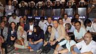 Taksim'de BDP'li ve CHP'li vekillerden oturma eylemi!