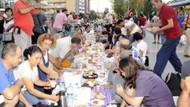 Turistler iftarda! Antalya'da yeryüzü sofrası kuruldu!