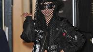 Lady Gaga altına bir şey giymeyi unuttu..