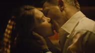 James Bond'un öpüşme sahnelerine sansür!