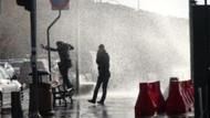 Üsküdar'da dalgalar yayaları ıslattı!