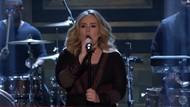 Adele'den canlı Water Under the Bridge performansı