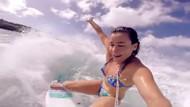 Surf yapan seksi kızlar
