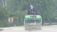 Yolcu otobüsü selde mahsur kaldı