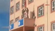 Türk bayrağı okula  dizi müziği ile asıldı