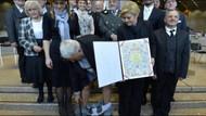 Hırvat Başkanın pantolonu böyle düştü!