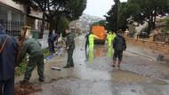 Fırtına ve sağanak yağmur Foça'yı vurdu