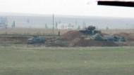 Rus askerlerinin yerleştiği Kamışlı'nın karşısı... Nusaybin'de Suriye sınırına hendek kazılıyor!