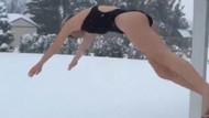 Karda yüzme keyfi