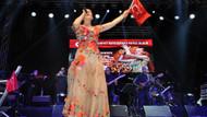 Antalya'daki 29 Ekim şenliğinde Candan Erçetin damgası