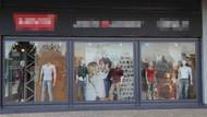 Lewis Mağazasının vitrinindeki öpüşen çift fotoğrafı AKP'li yöneticiyi rahatsız etti