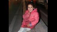 Kaldırımda uyuyan pembe montlu çocuk Suriyeli Suad çıktı