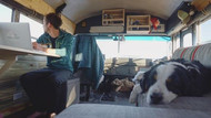 Will Hitchcock ve Alyssa Pelletier'in otobüsü