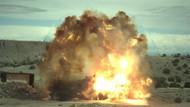 Araba patlamasının ağır çekim görüntülerindeki inanılmaz şok dalgası