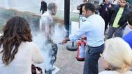 İşten çıkarılan genç belediye önünde kendisini yaktı
