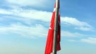 Hainlerin PKK yazdığı o tepeye dev Türk bayrağı dikildi