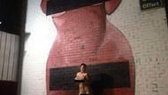 Çıplak Kardashian fotoğrafı önünde çıplak poz