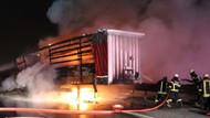 TEM Otoyolunda parke yüklü TIR yandı: 2 yaralı