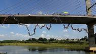 149 kişi köprüden atladı
