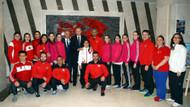 Erdoğan, A Millilerle hatıra fotoğrafı çektirdi