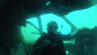 Kuşadası'ndaki batık uçağa turist ilgisi