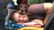 Kanser hastası köpeğine dünyayı gezdiriyor