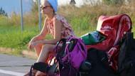 Sığınmacıların eğitimi için otostopla yola çıktılar