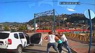 İzmir'de Baba, iki çocuğunu parkta oynarken kaçırdı!