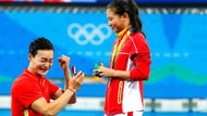 Madalya töreni sırasında evlenme teklifi
