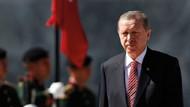 Akif Beki: Erdoğan, Hakan Fidan'la Binali Yıldırım'ın arasını düzeltti; Davutoğlu ile temasa geçti!