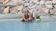 Ali Ağaoğlu, eşi Petek Ertüre ve oğluyla tatilde