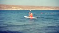 Saba Tümer sörf tahtası üzerinde!