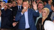 Erdoğan konuşurken megafonu Bilal tuttu