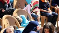 Protokol konuşmaları uzadı, öğrenciler sıcaktan bunaldı