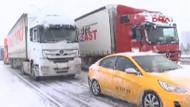 Kar yağışı lüks otomobil dinlemedi! Hepsi yolda kaldı