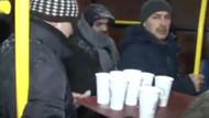 Karda işe giden İstanbullulara sıcak çorba servisi