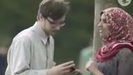 Hollanda'da Müslüman kadın telefonuna gelen ırkçı mesajı çevirmelerini istedi ve