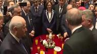 Resepsiyonda o an: Erdoğan ile Bahçeli ne konuştu?