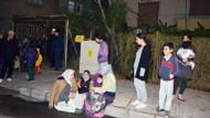 Deprem Türkiye'de de hissedildi: Vatandaşlar kendini sokağa attı