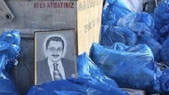 Melih Gökçek'i Belediyenin önündeki çöplüğe attılar