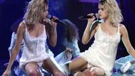 Selena Gomez'in sahnede iç çamaşırı gözüktü