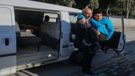 Öğrencisini iki yıl boyunca okula taşıyan Birol öğretmen