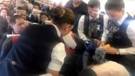 Uçakta rahatsızlanan kadına sağlık memurlarından havada müdahale