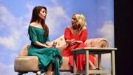 Saba Tümer'in tiyatro performansı göz doldurdu